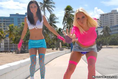 Sexy lesbians skating